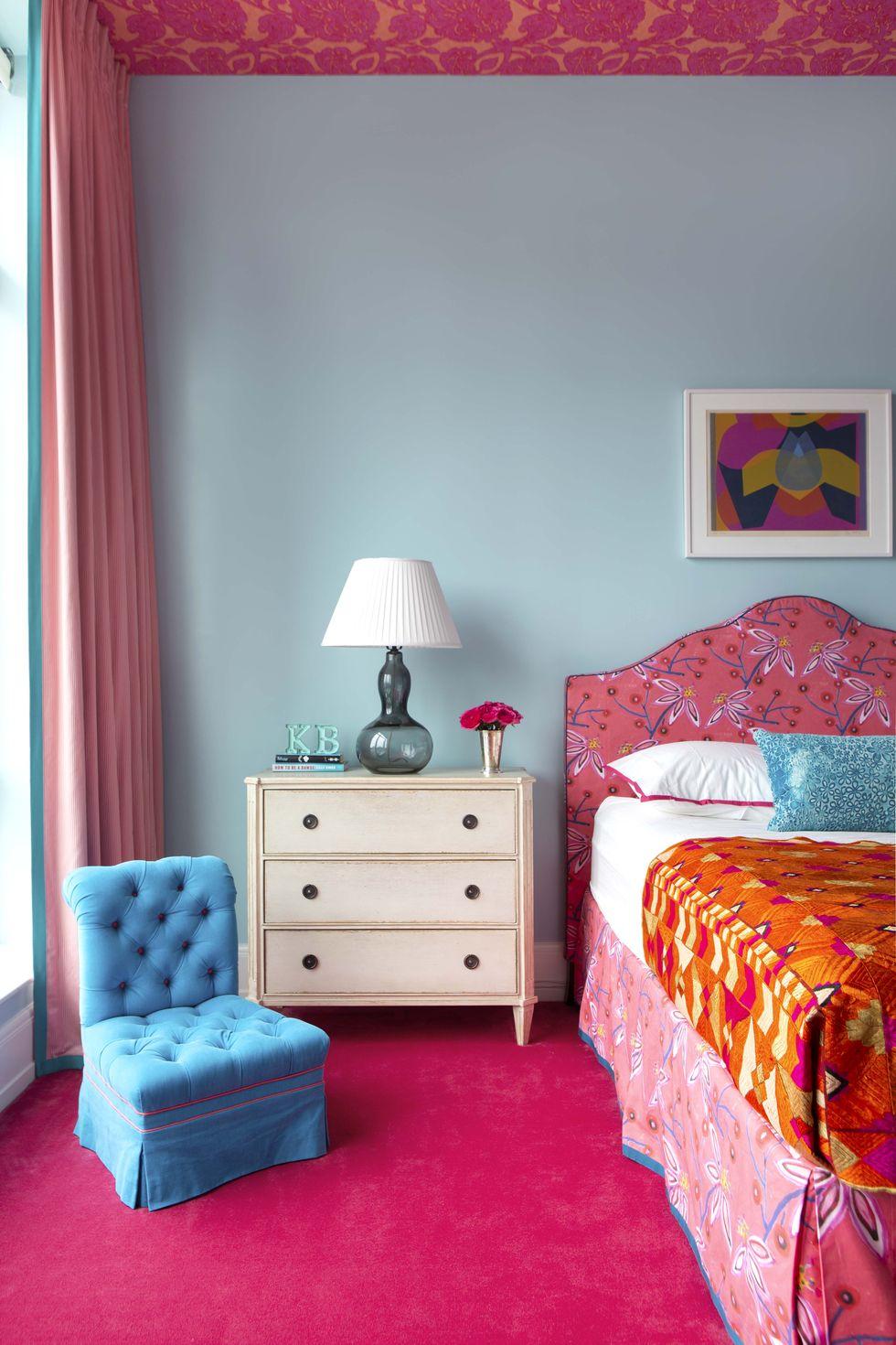 aqua and raspberry bedroom
